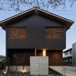 桜並木の家